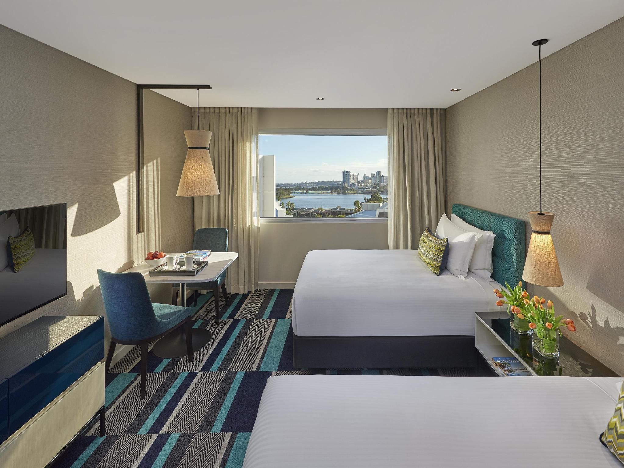Review Crown Promenade Perth Hotel