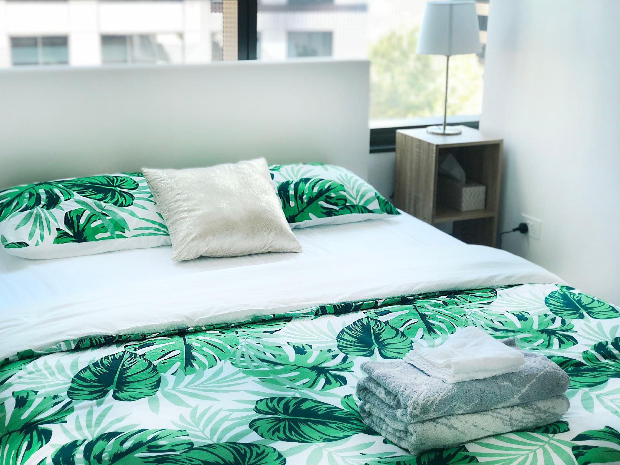 Greenhouse Modern Apartment   CBD