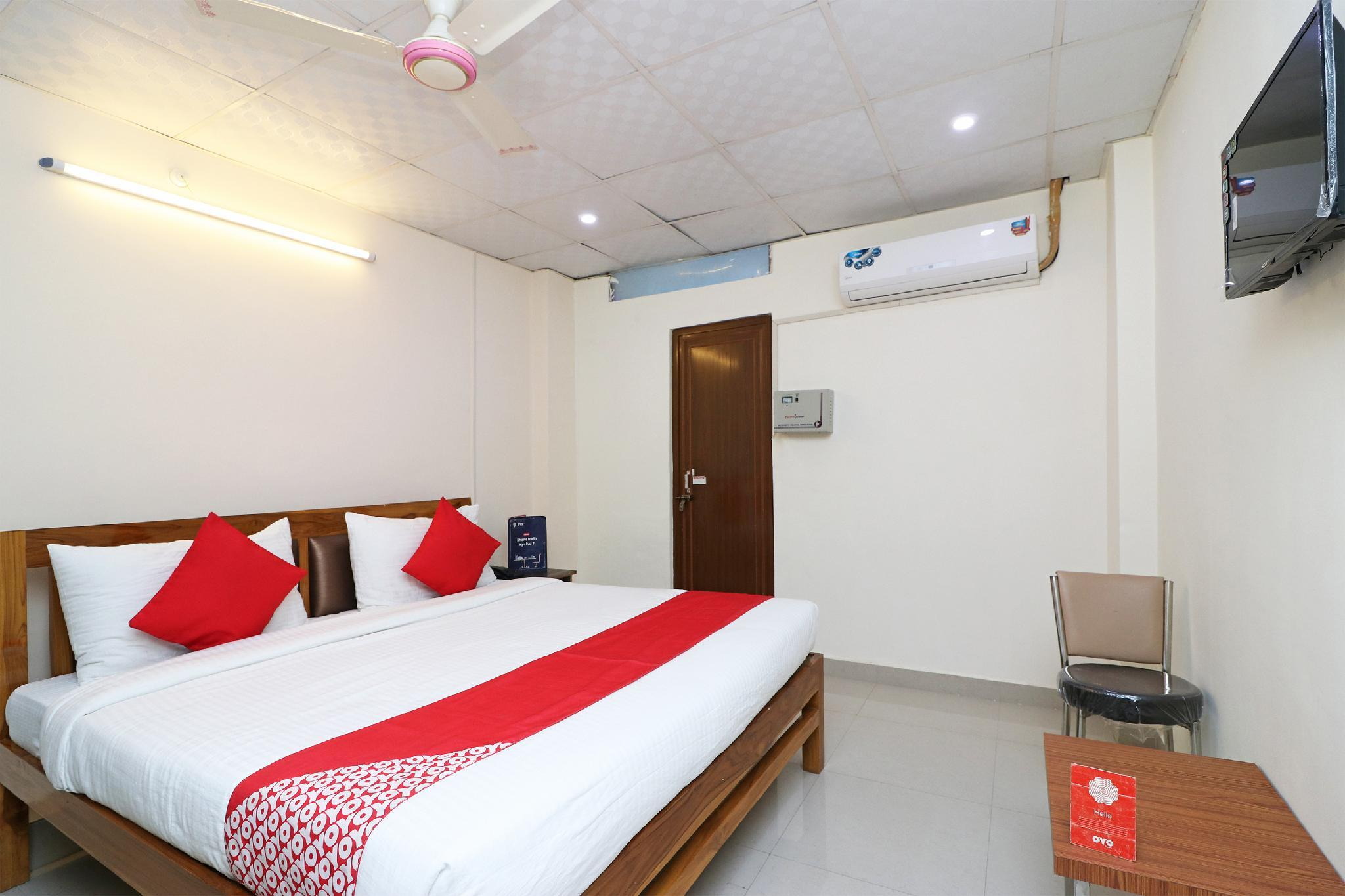 OYO Flagship 24448 Moon Light Guest House