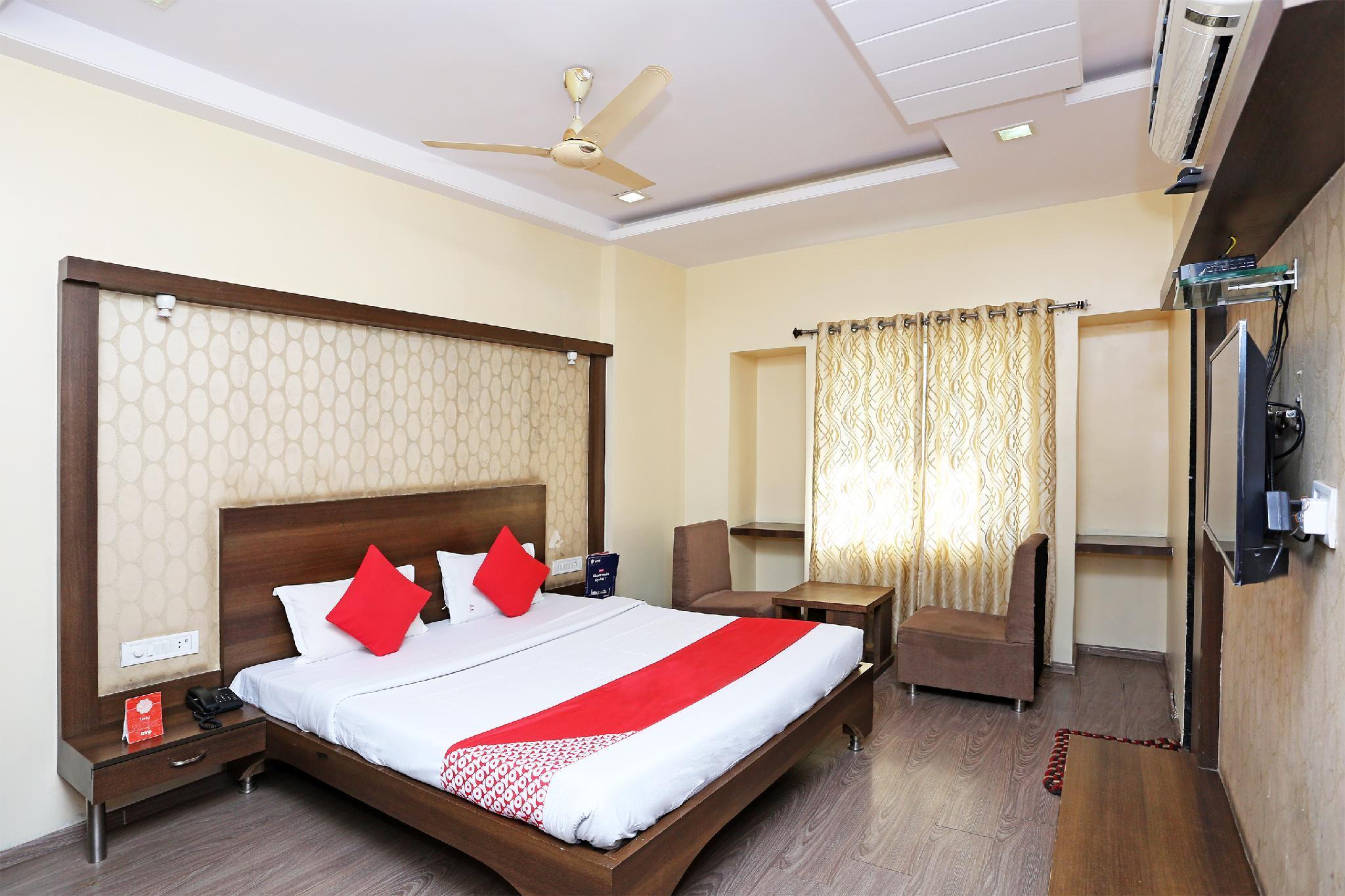 OYO 28655 Hotel Shri Krishna