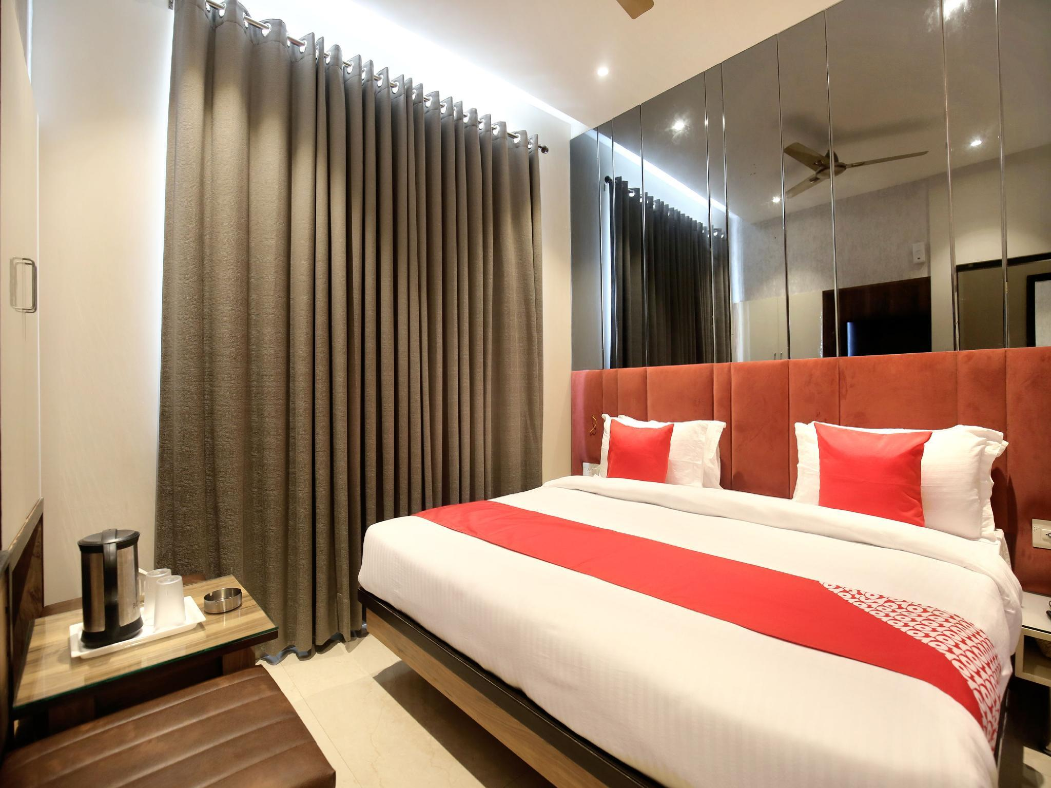 OYO 17084 Hotel Grand Orchid