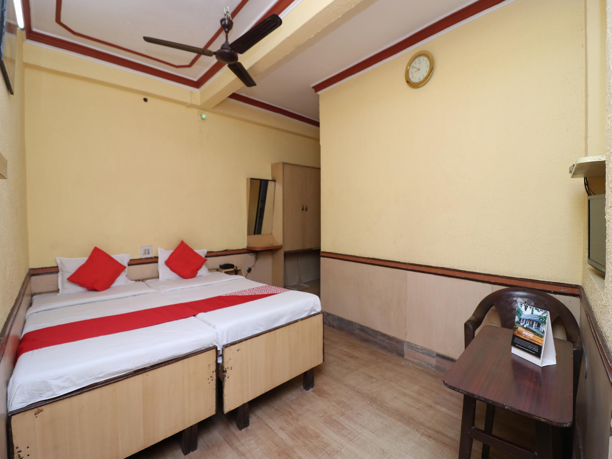 OYO 28177 Hotel Amrita