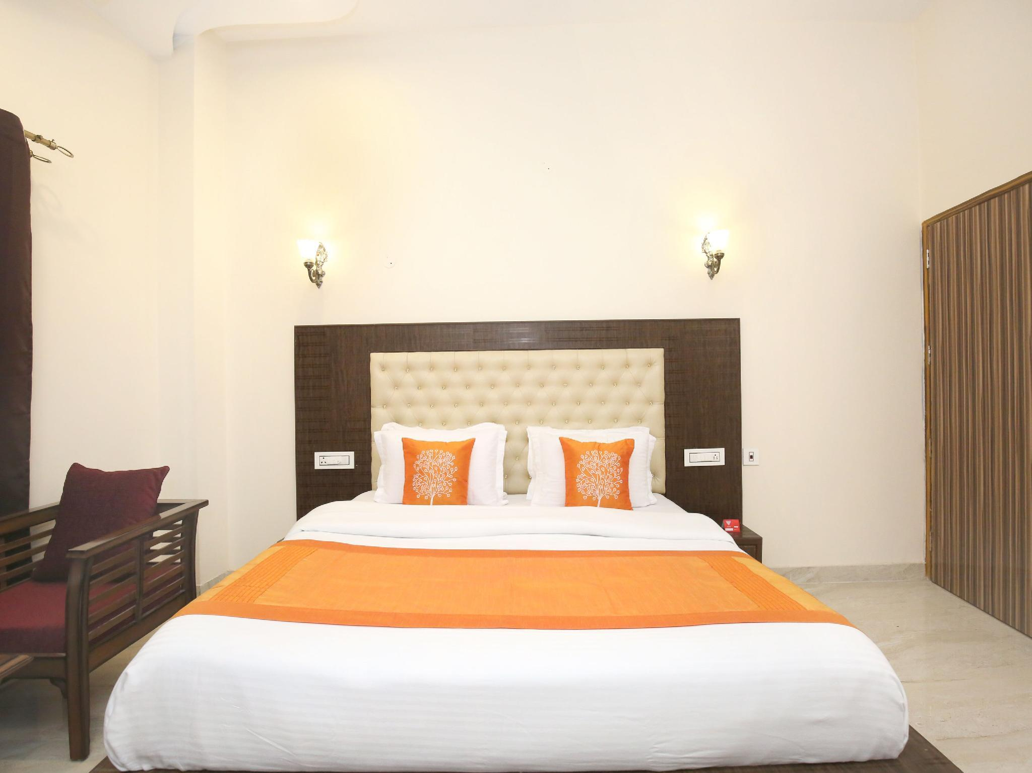 OYO 10330 Hotel Golden Brooks