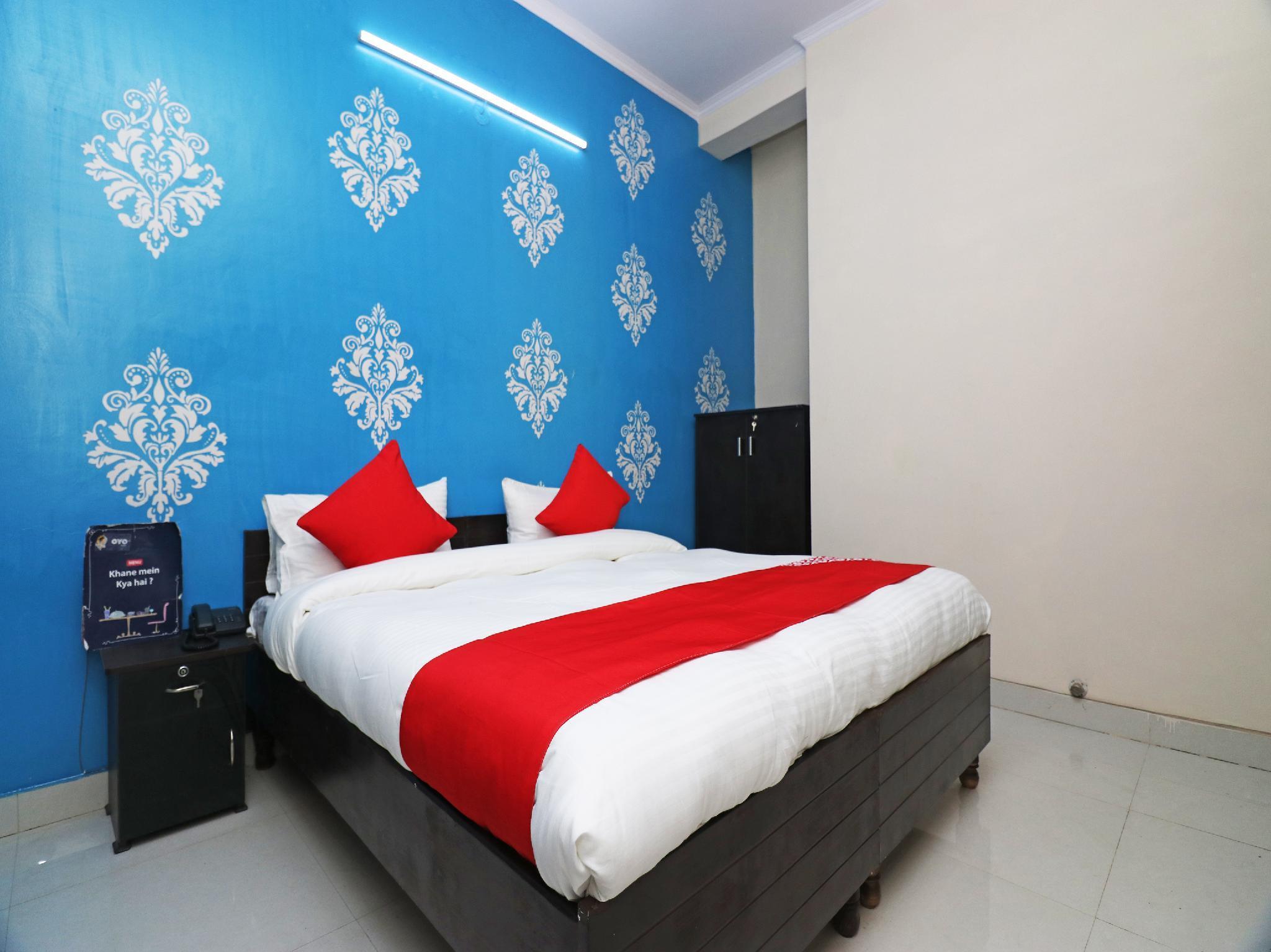 OYO 28050 Raj Guest House