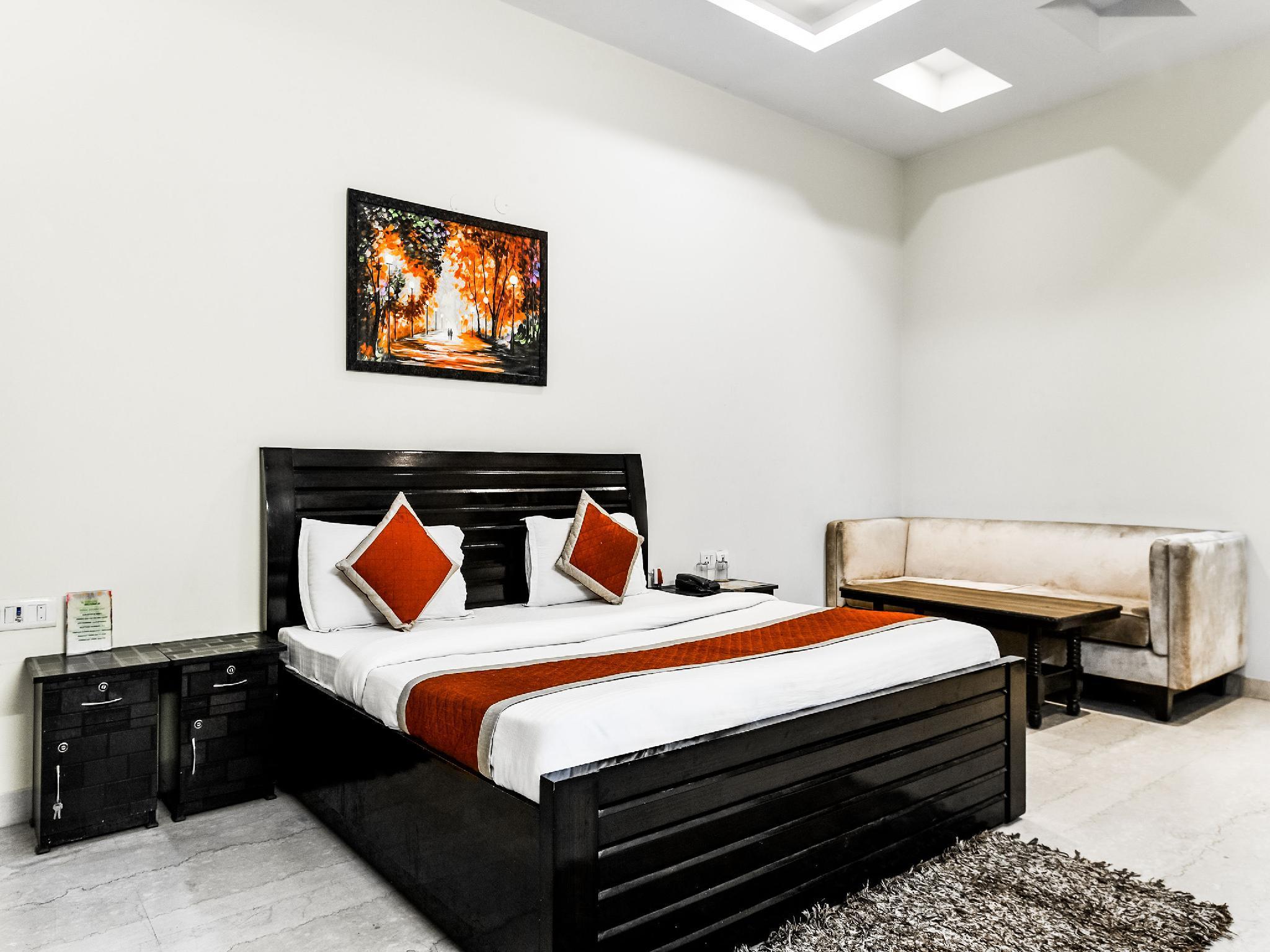 Capital O 9072 Noida Dreamz