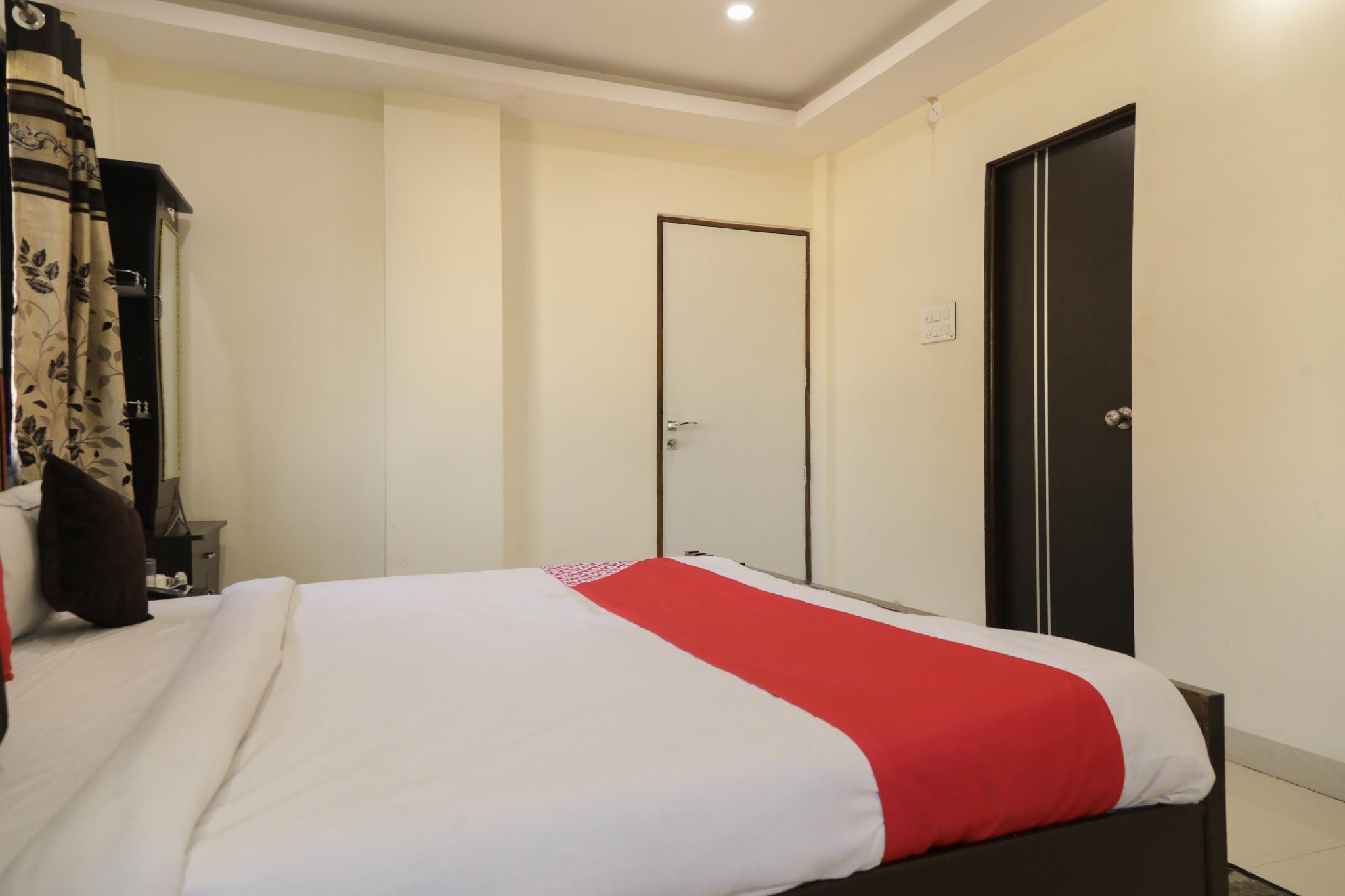 OYO 28089 Uk Service Apartment