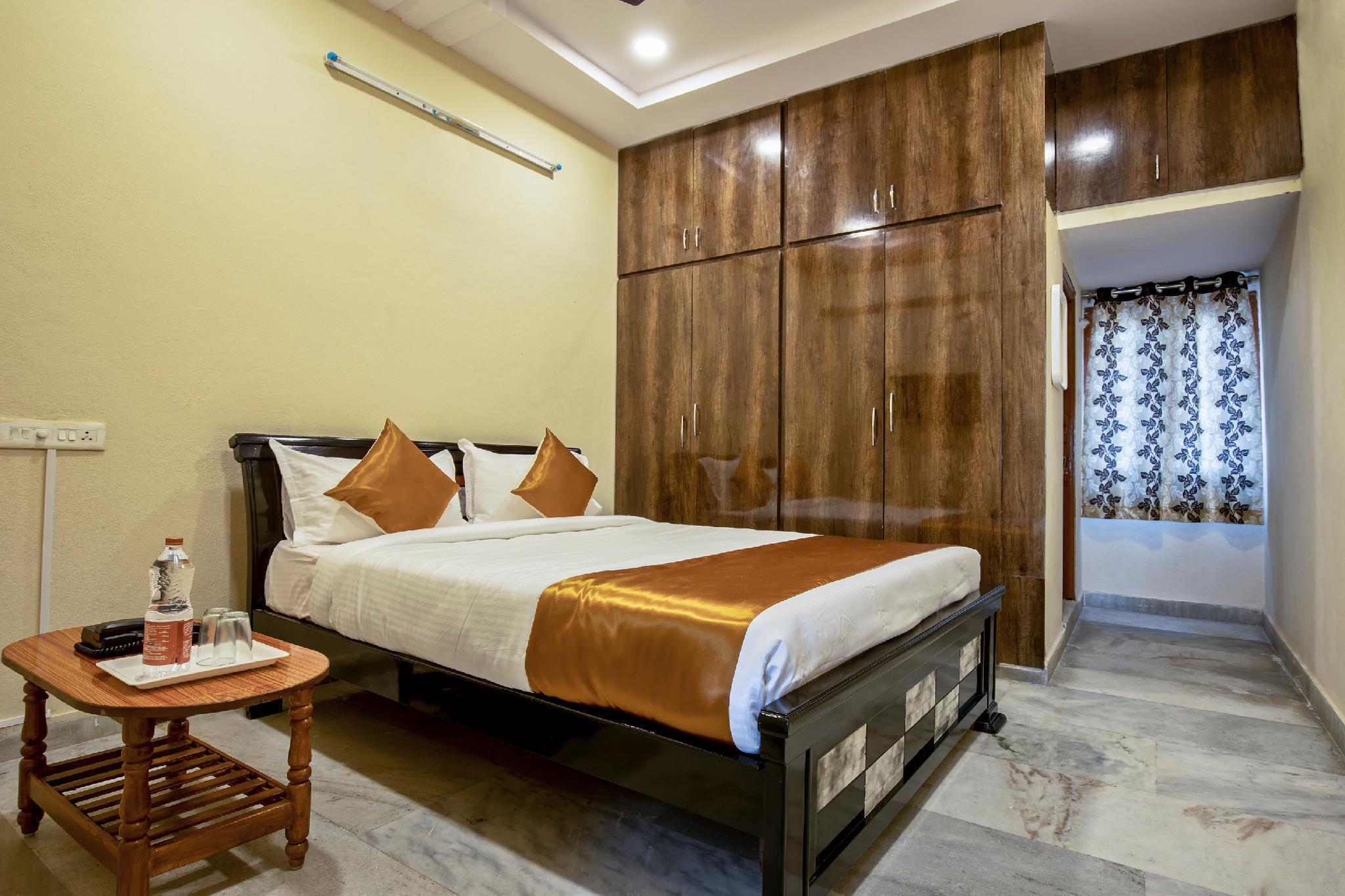OYO 13550 Hotel Pushpa Grand