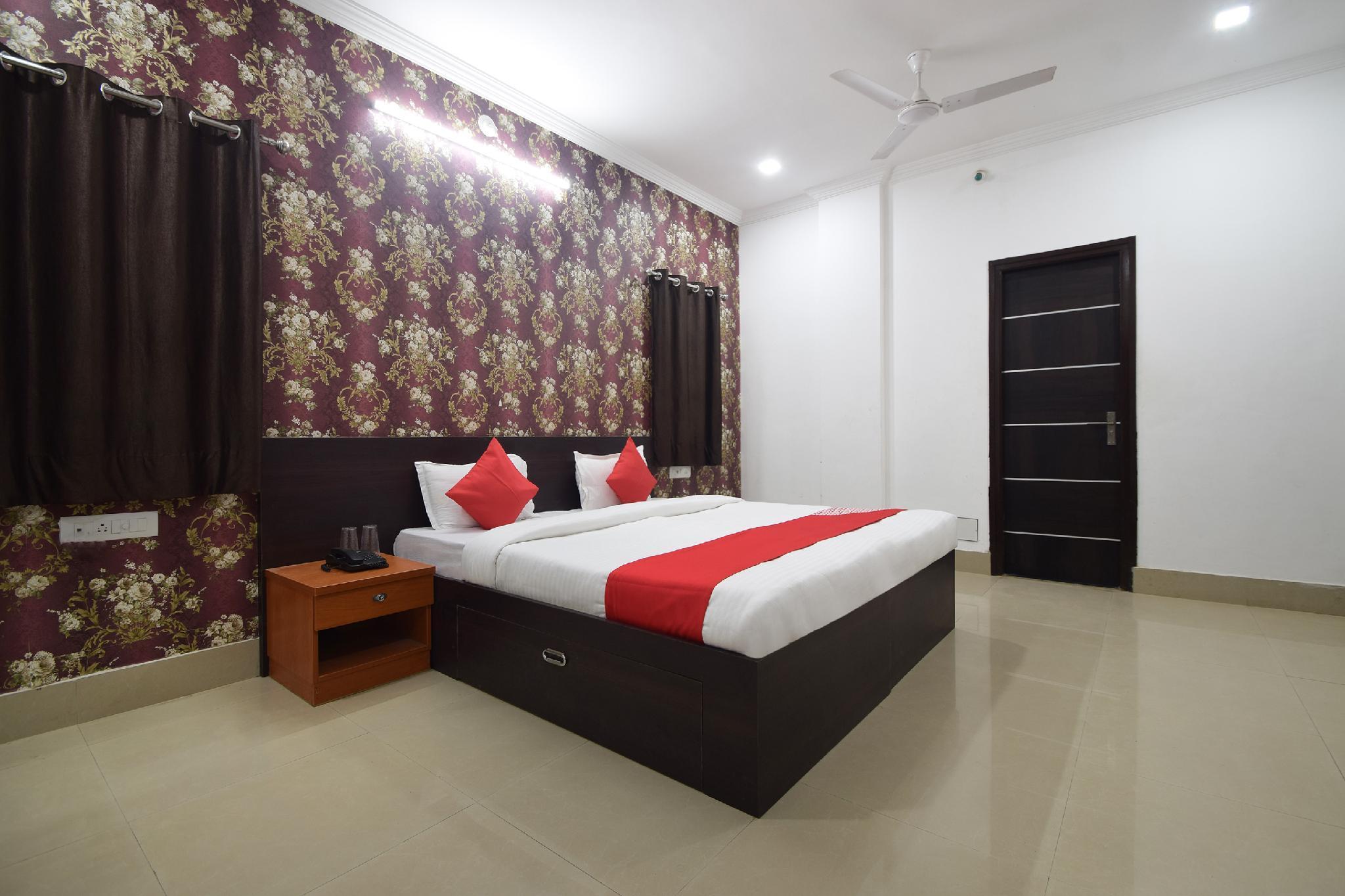 OYO 28143 Hotel Abhinam