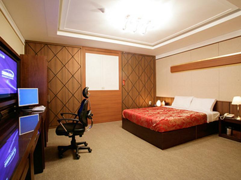 Hotel No.1 2
