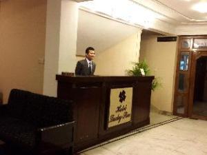 關於幸運星新飯店 (New Hotel Lucky Star)