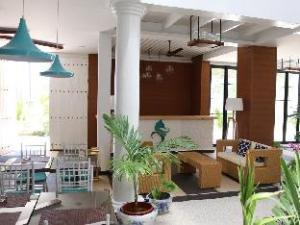 Crystal Sands Beach Hotel at Maafushi
