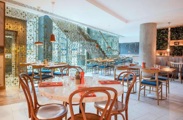 Lincoln Plaza London, Curio Collection by Hilton London