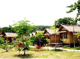 Charlie Hut Bungalow ชาลี ฮัท บังกาโล