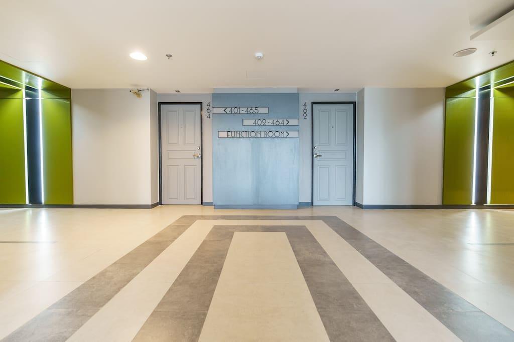 NEW SKYVIEW BIGPOOL @ MRT SiriKij DAILY CLEAN  ETQ