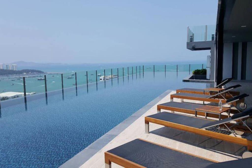 230*New  DOWNTOWN SEAVIEW ROOF POOL 2BR FUNandCHIC