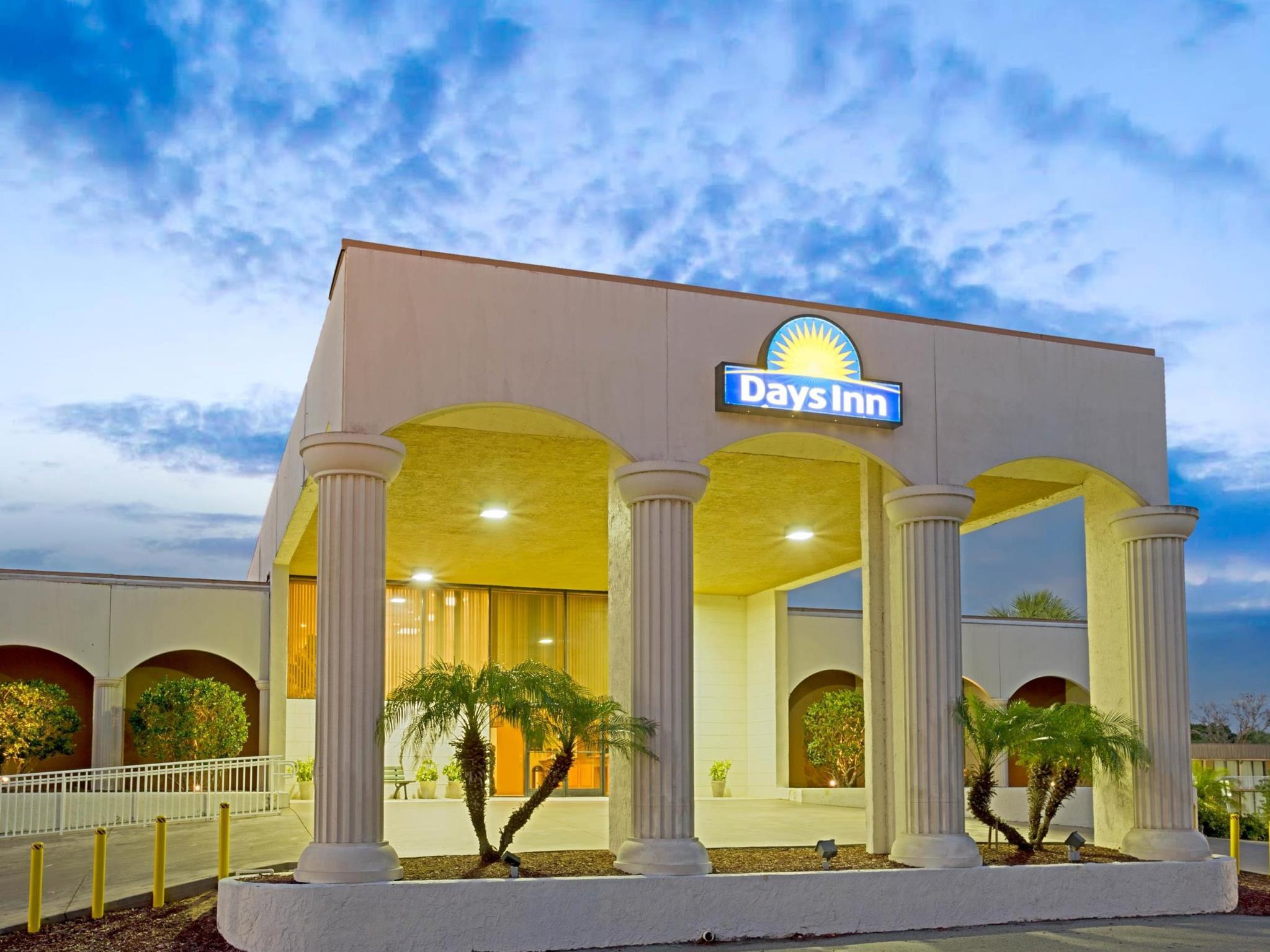 Days Inn And Suites By Wyndham Clermont