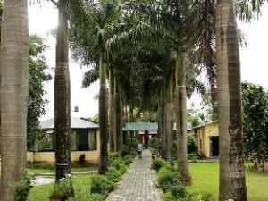 關於皇家老虎野外度假村 (Royal Tiger Safari Resort)