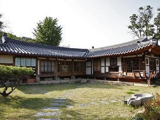 Фото отеля Slow City Kyochon Hanok Guesthouse