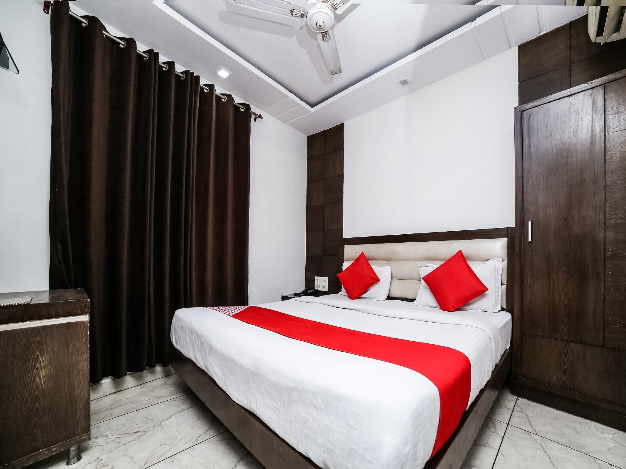 OYO 11150 Hotel Bella Vista