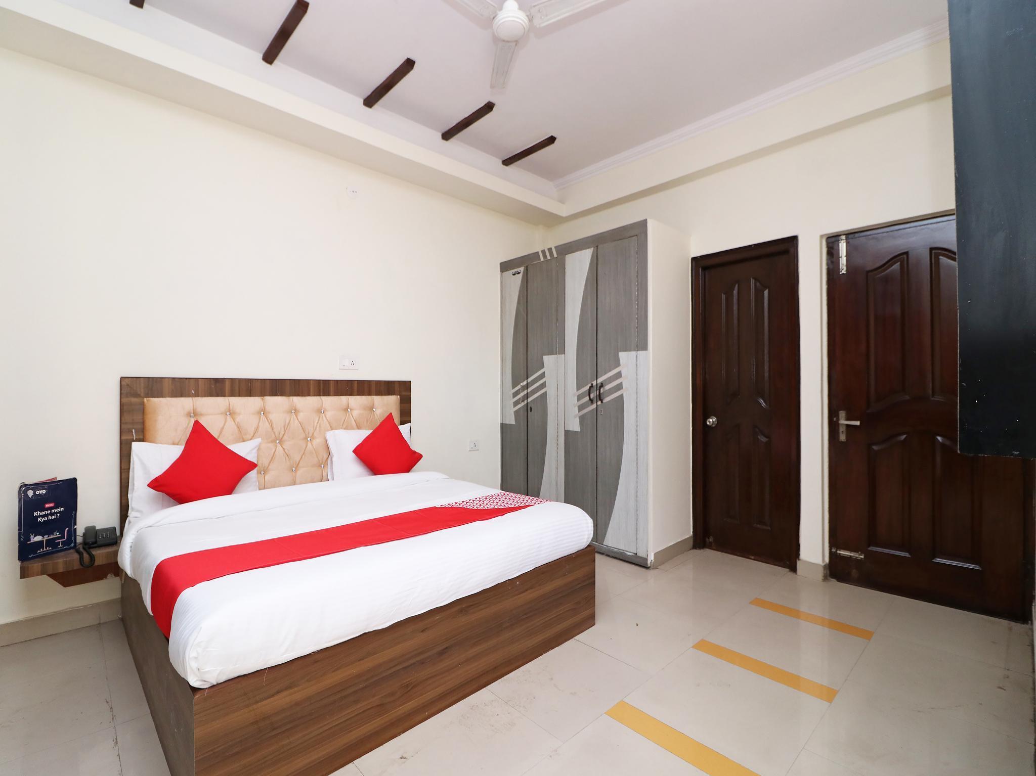 OYO 28755 Hotel 9 Palm