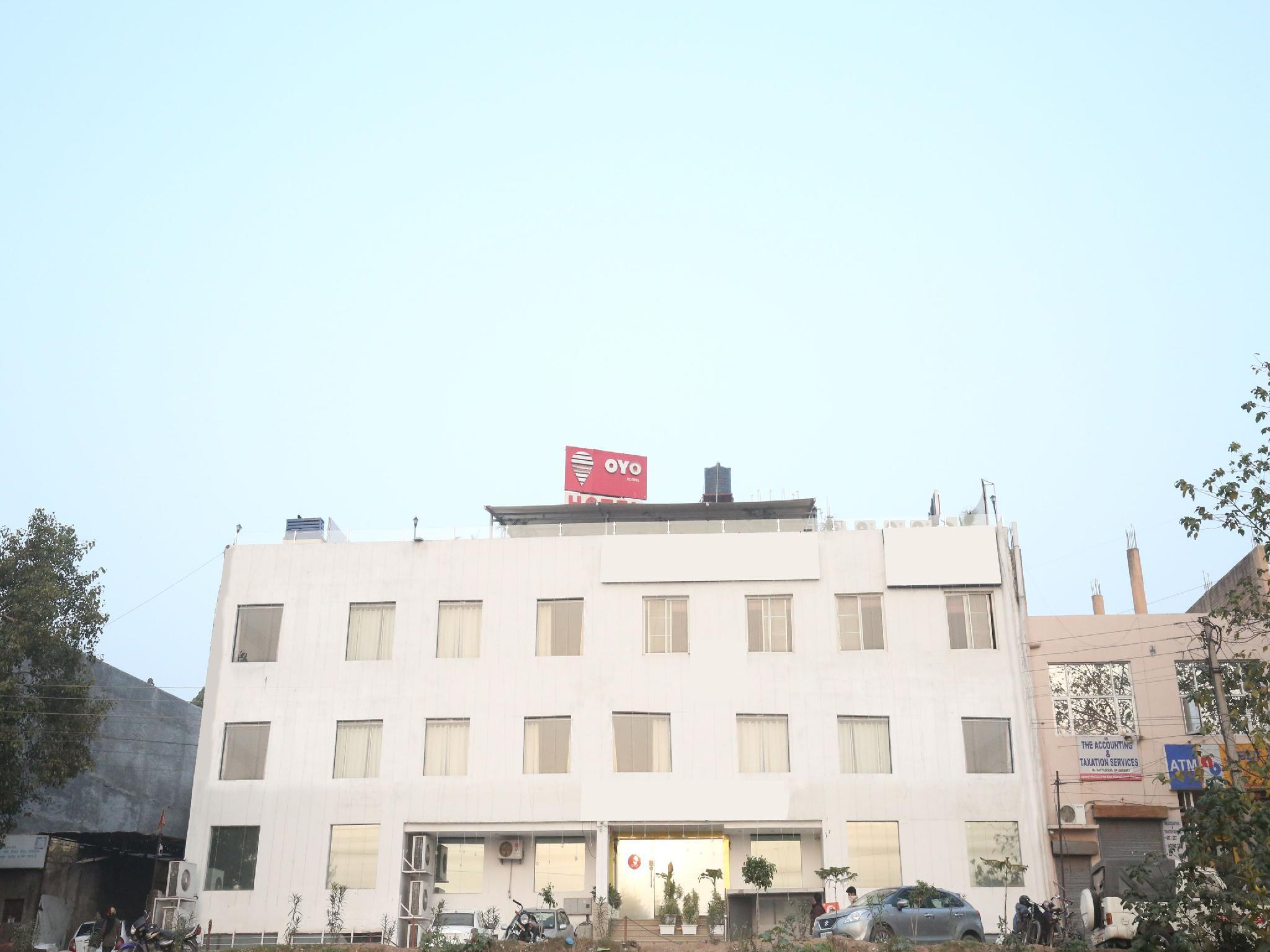 OYO 3712 Chandigarh Grand