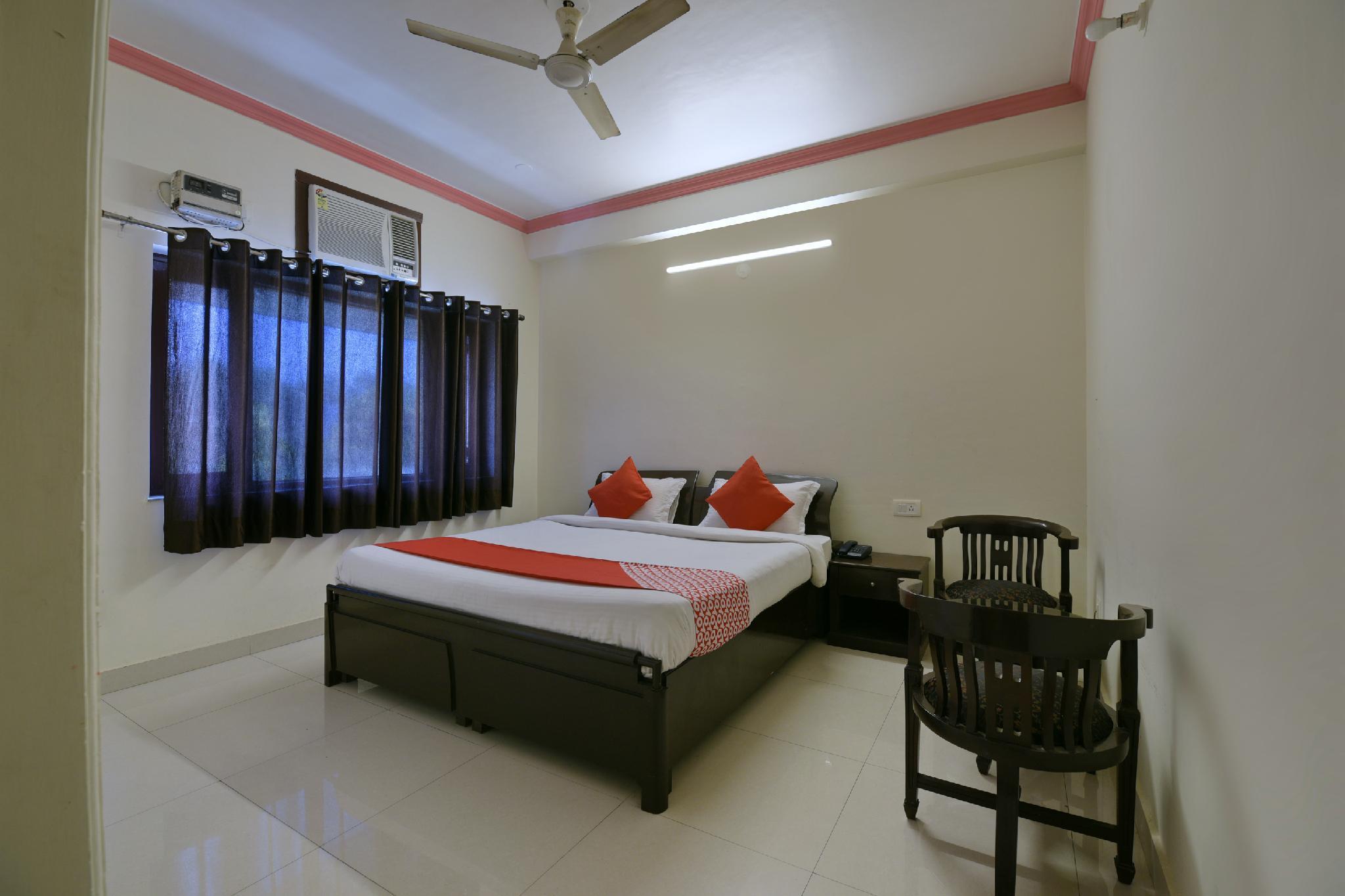 OYO 9963 Hotel Raja Palace