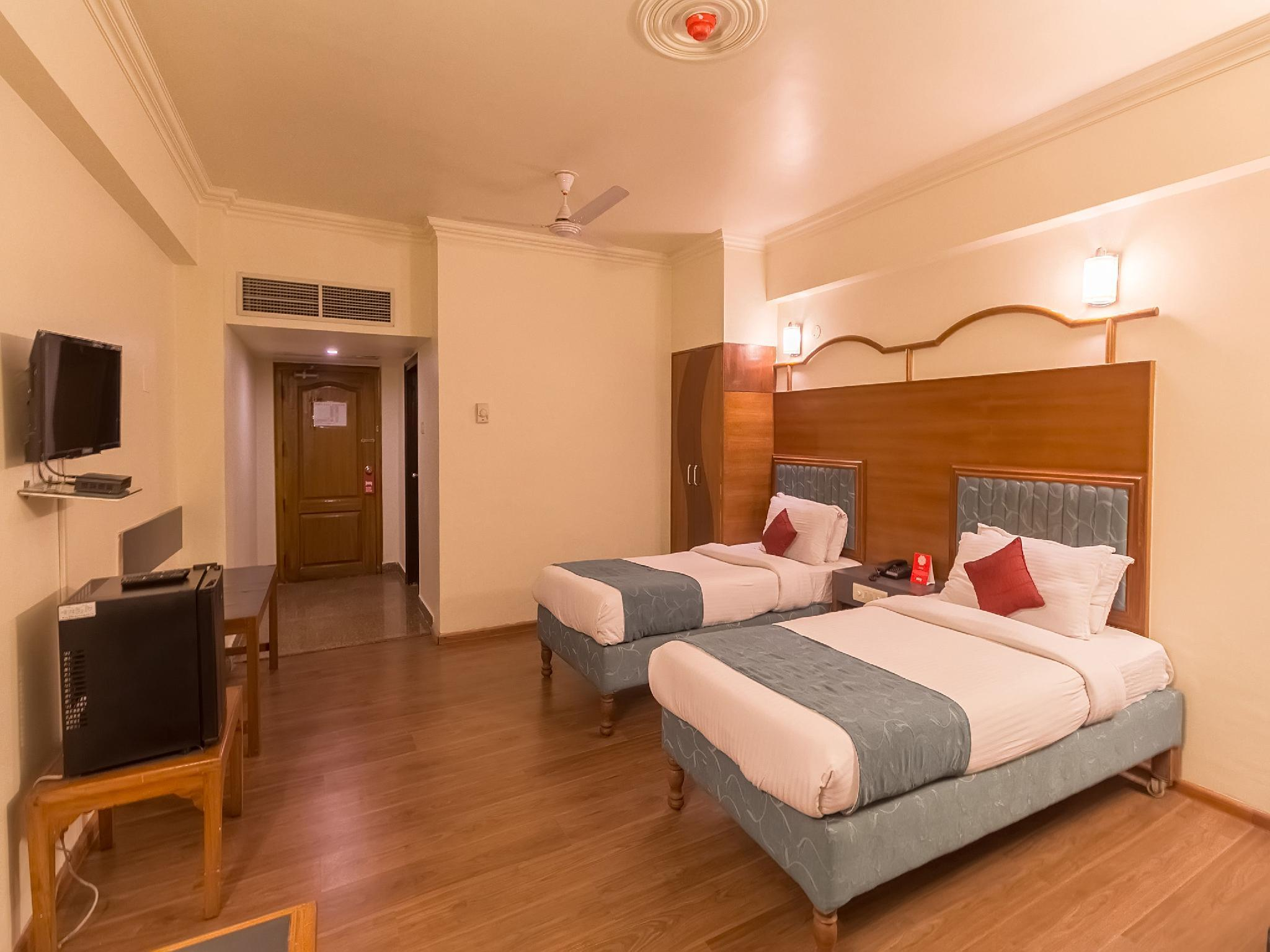 OYO 8450 Hotel Grand Starline