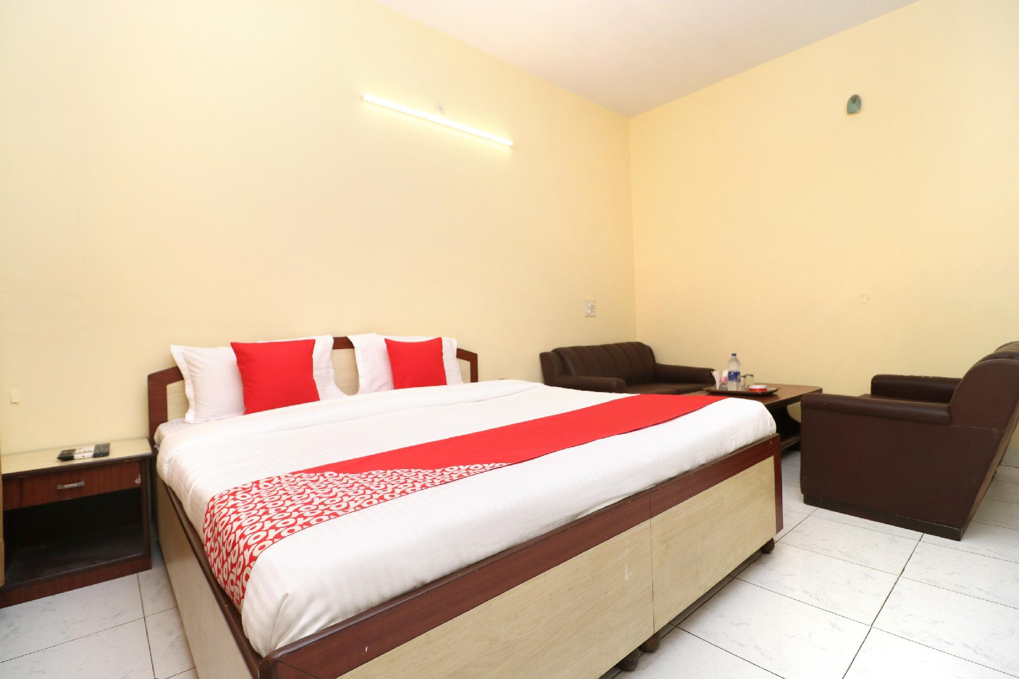 OYO 30127 Hotel Sabina International