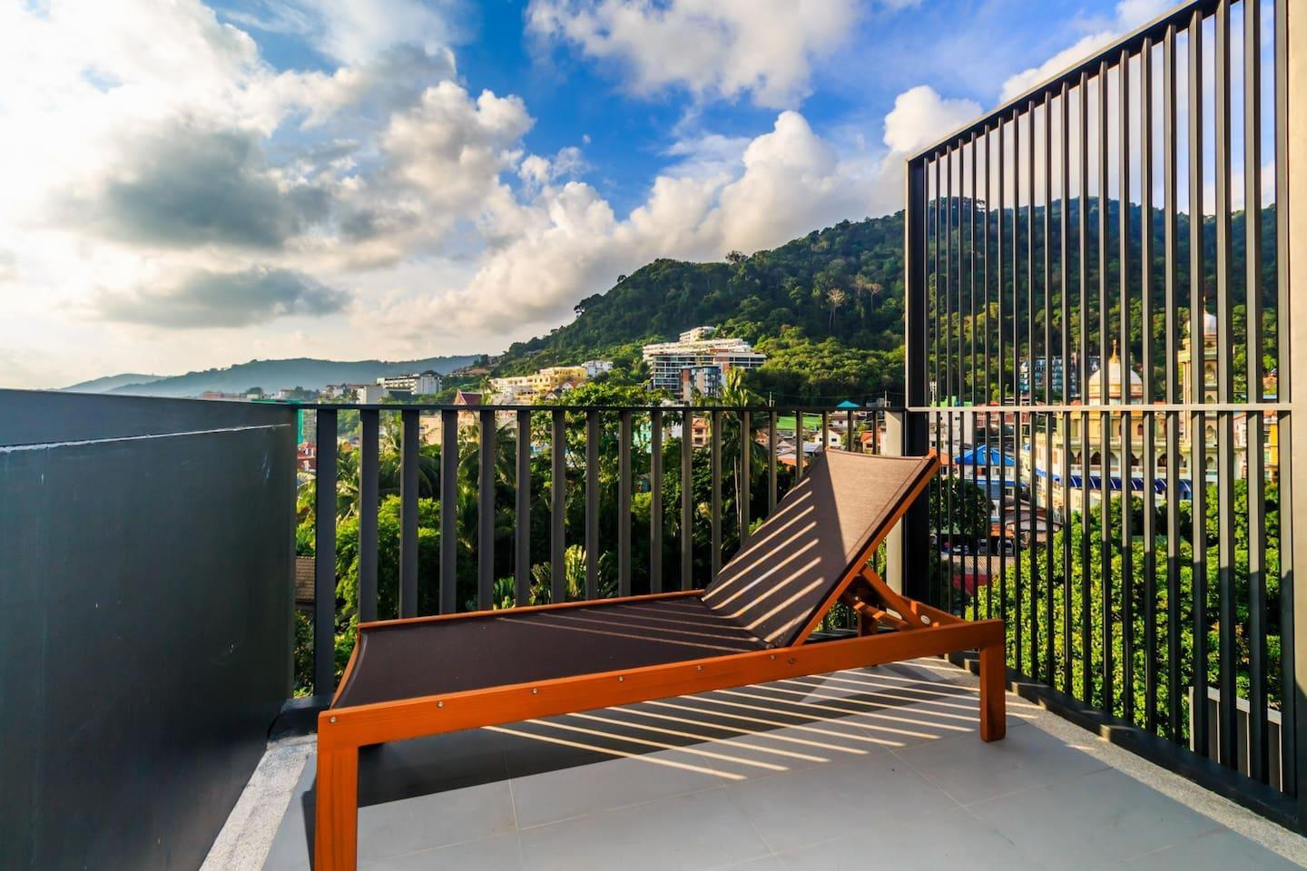 D252   Patong Sea View Apartment With 2 Pools