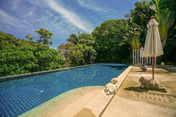 KH2604 - Mountain view for 4 in Karon, near beach Phuket