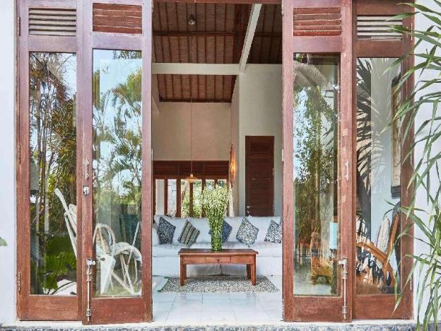 Villa Kokokan, steps to the beach, central Canggu!