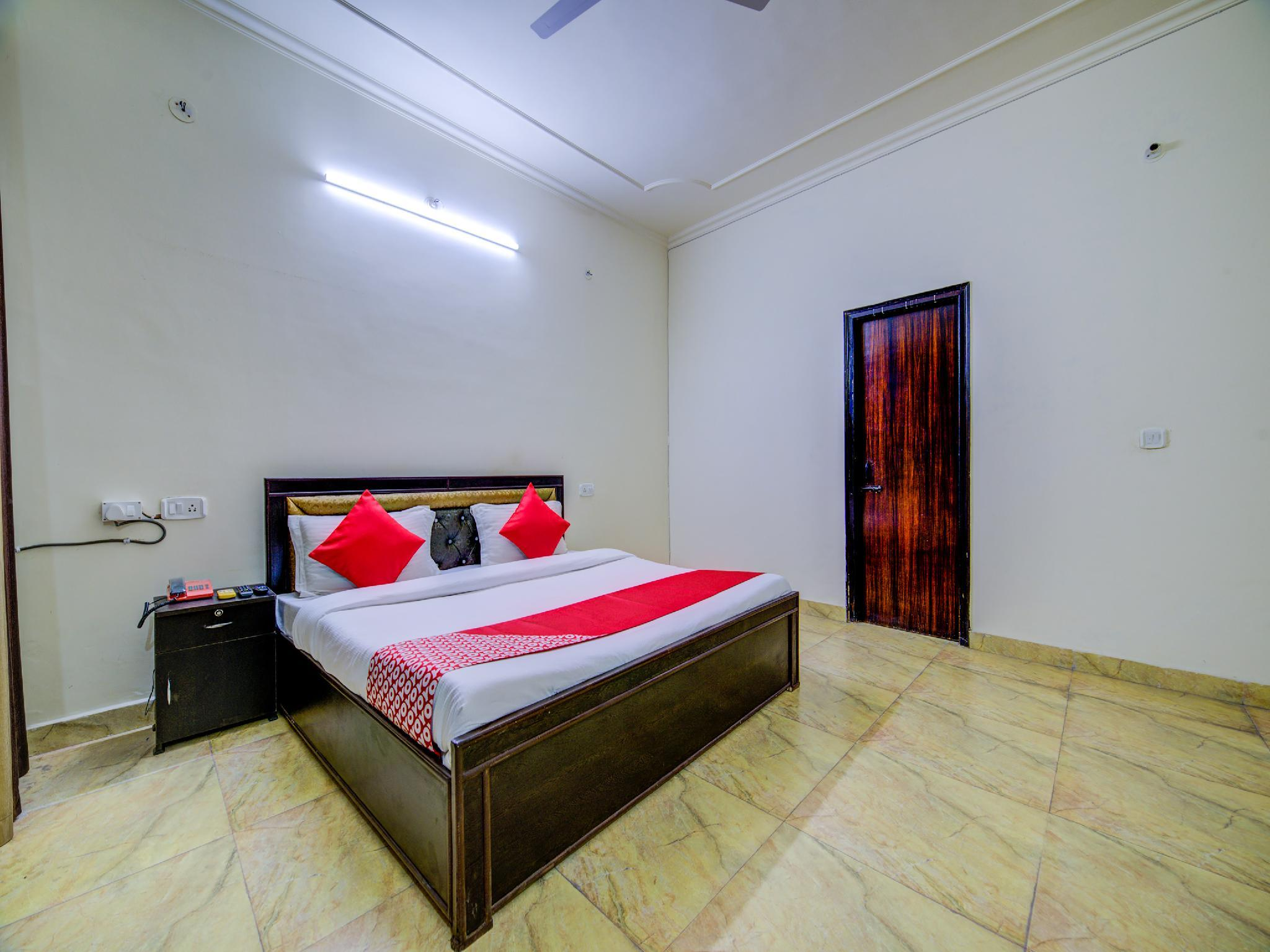 OYO 30398 Hotel Royal Residency