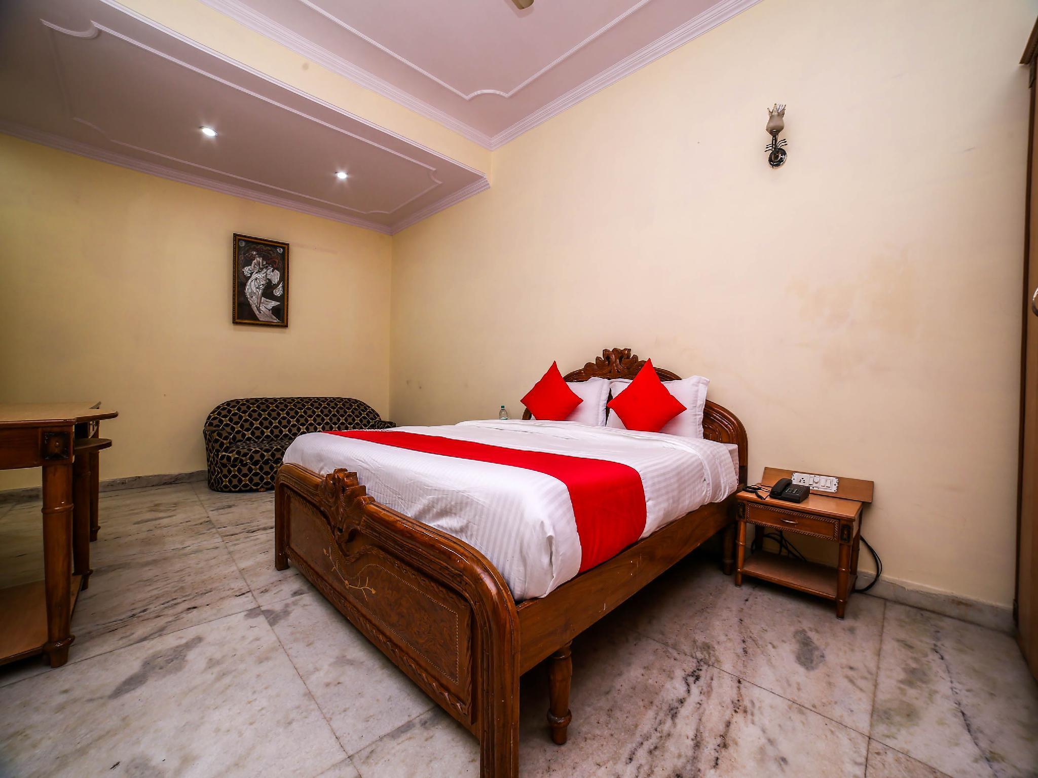OYO 30855 Hotel Royal Residency