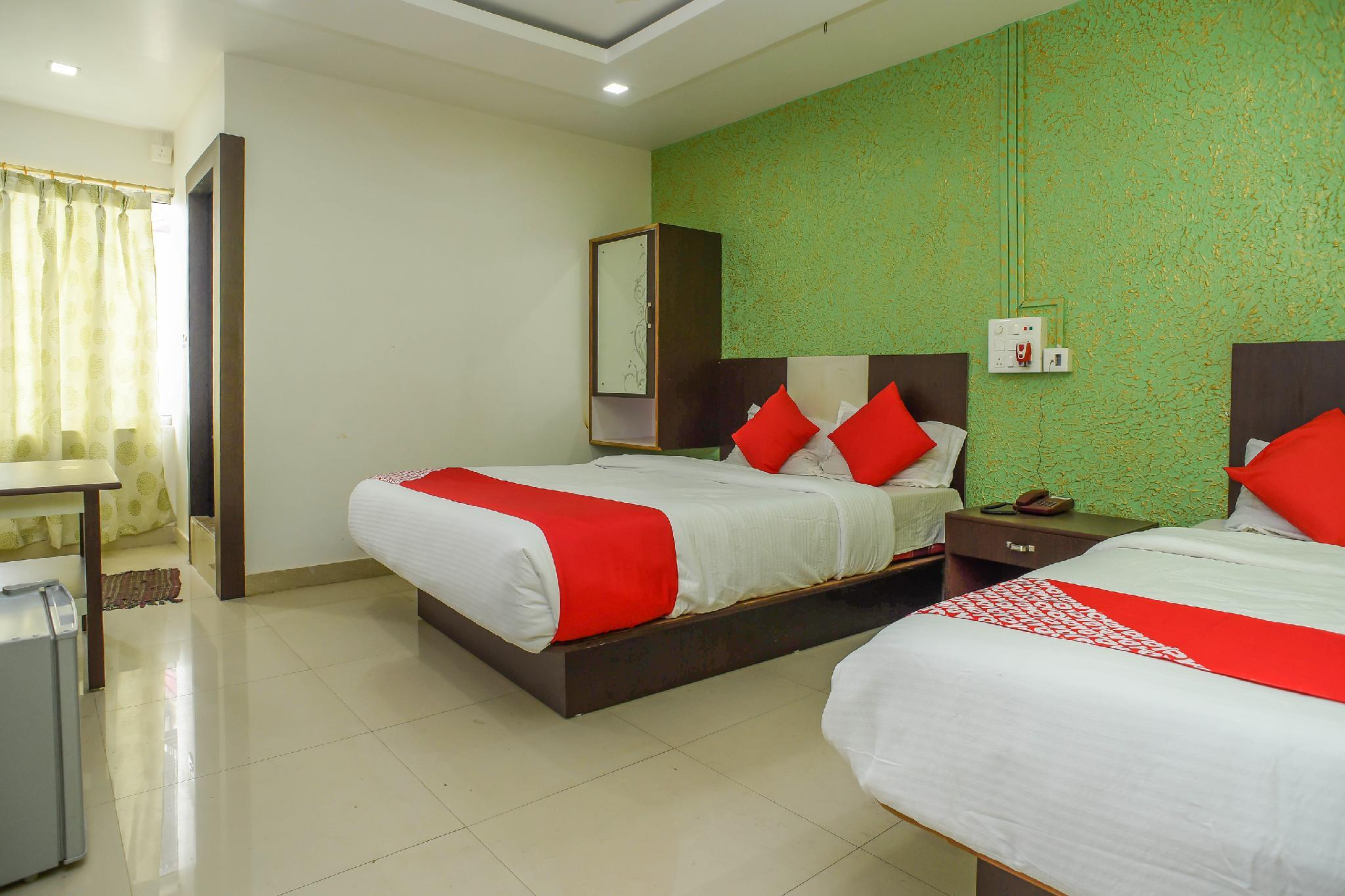 OYO 26676 Chirom Royal Luxury