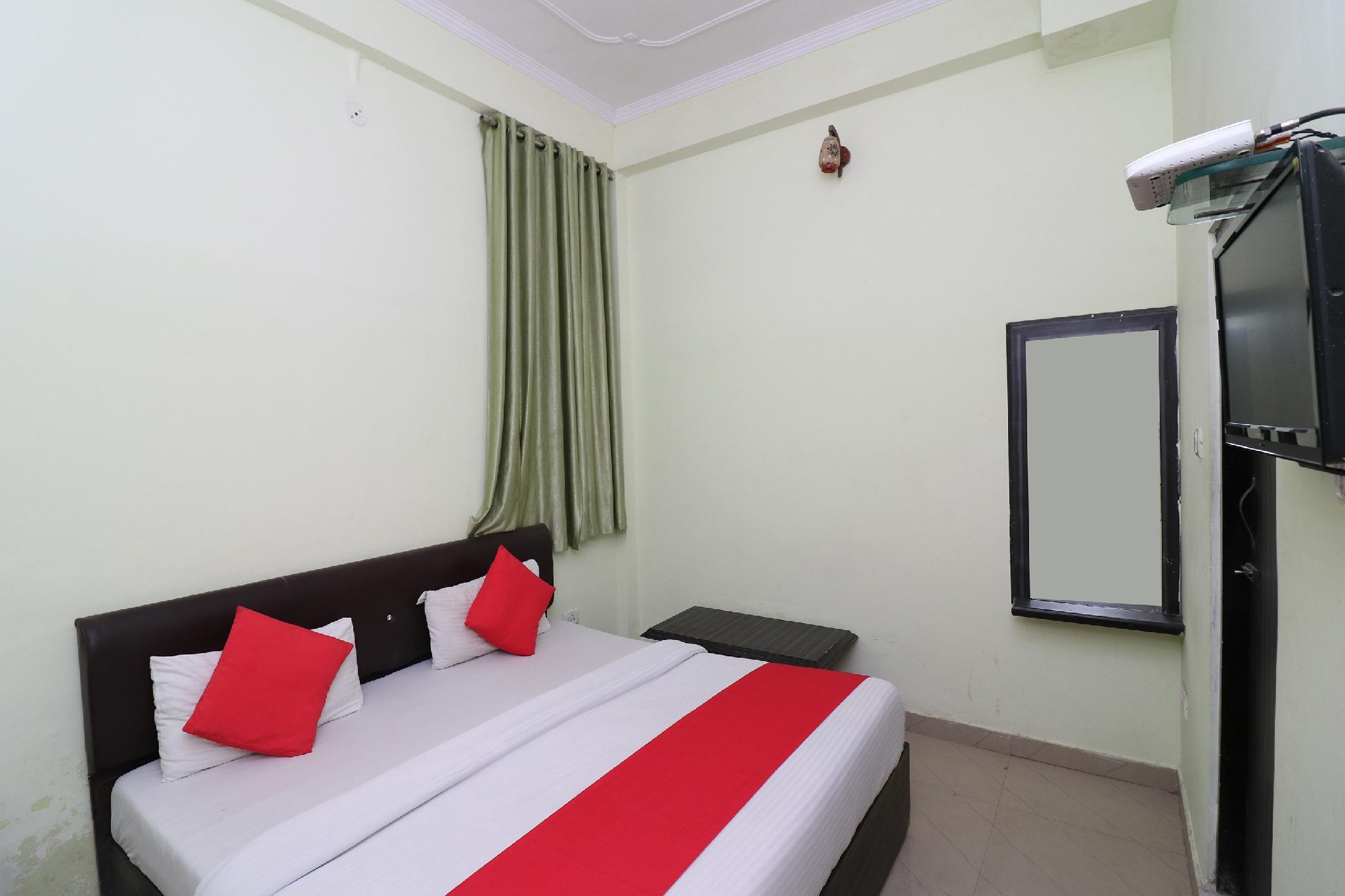 OYO 27771 Hotel Maharaja Palace