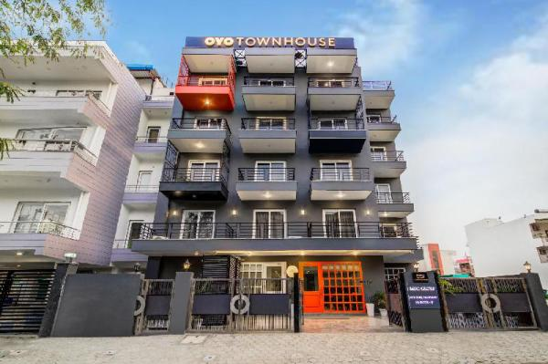 OYO Townhouse 101 Golf Course Road New Delhi and NCR