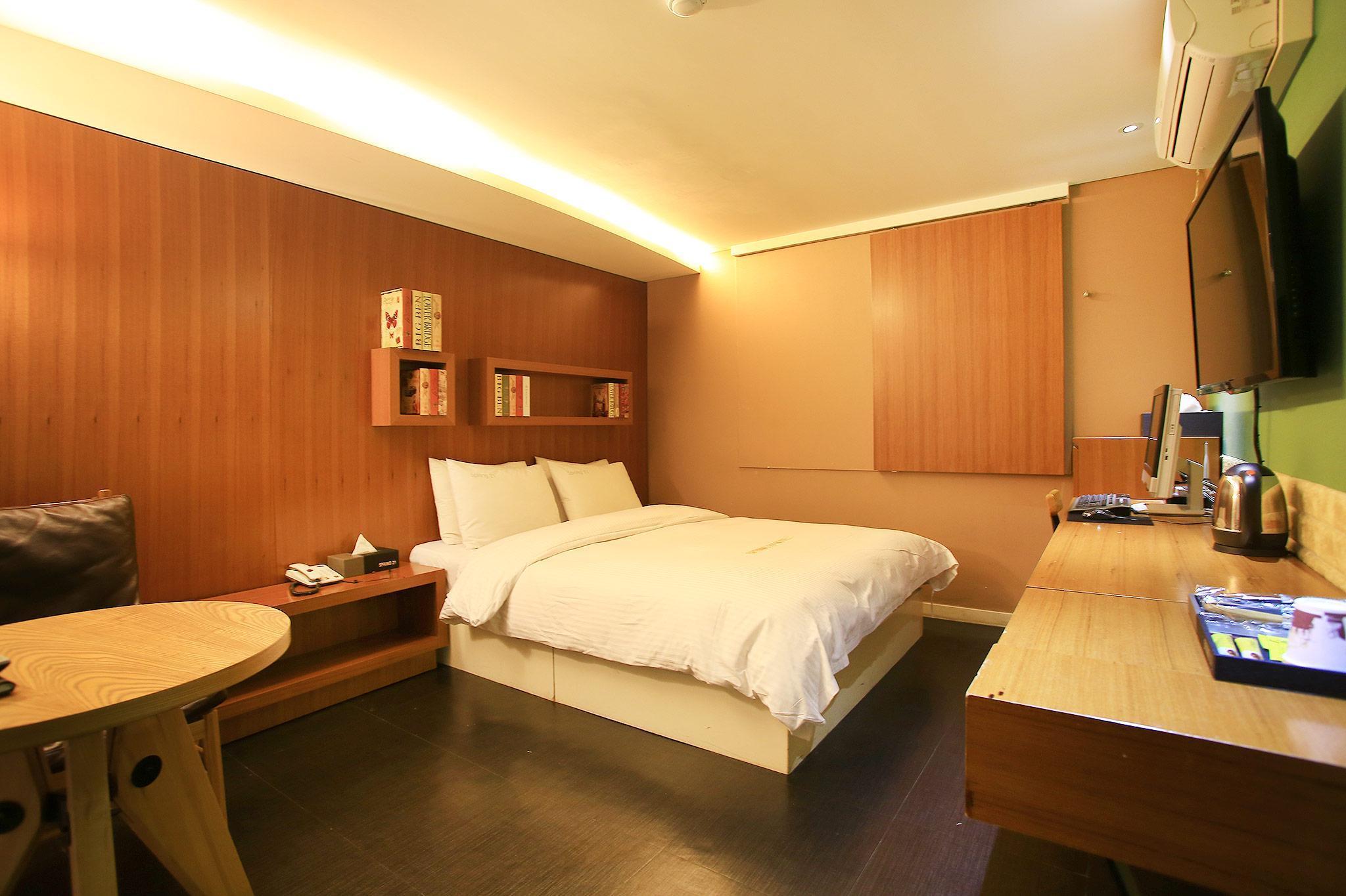 Hotel Spring 21