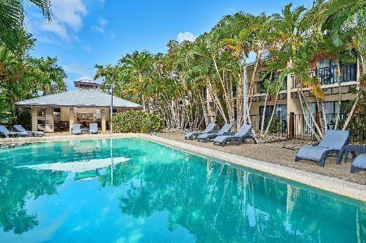 Trinity Beach Club Holiday Apartments