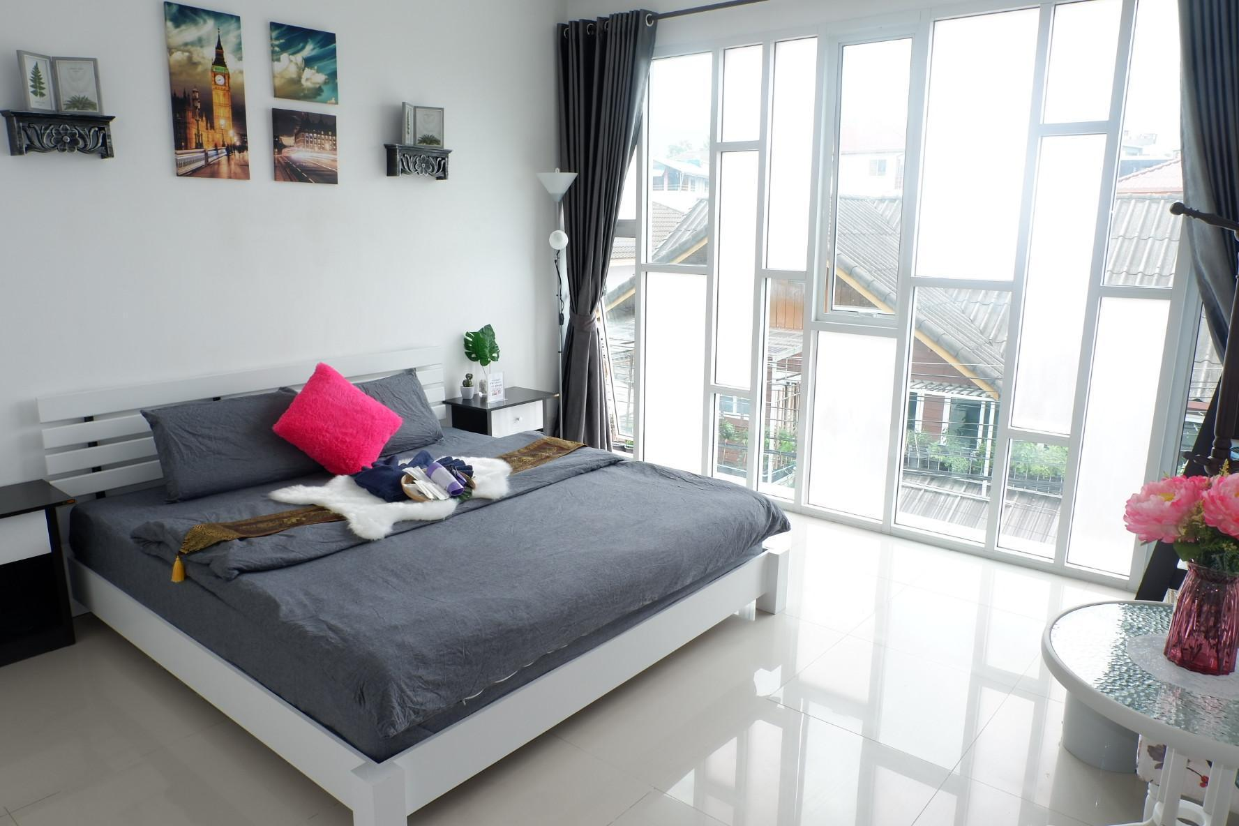 View townhouse 5BD great location in Nimman RD View townhouse 5BD great location in Nimman RD