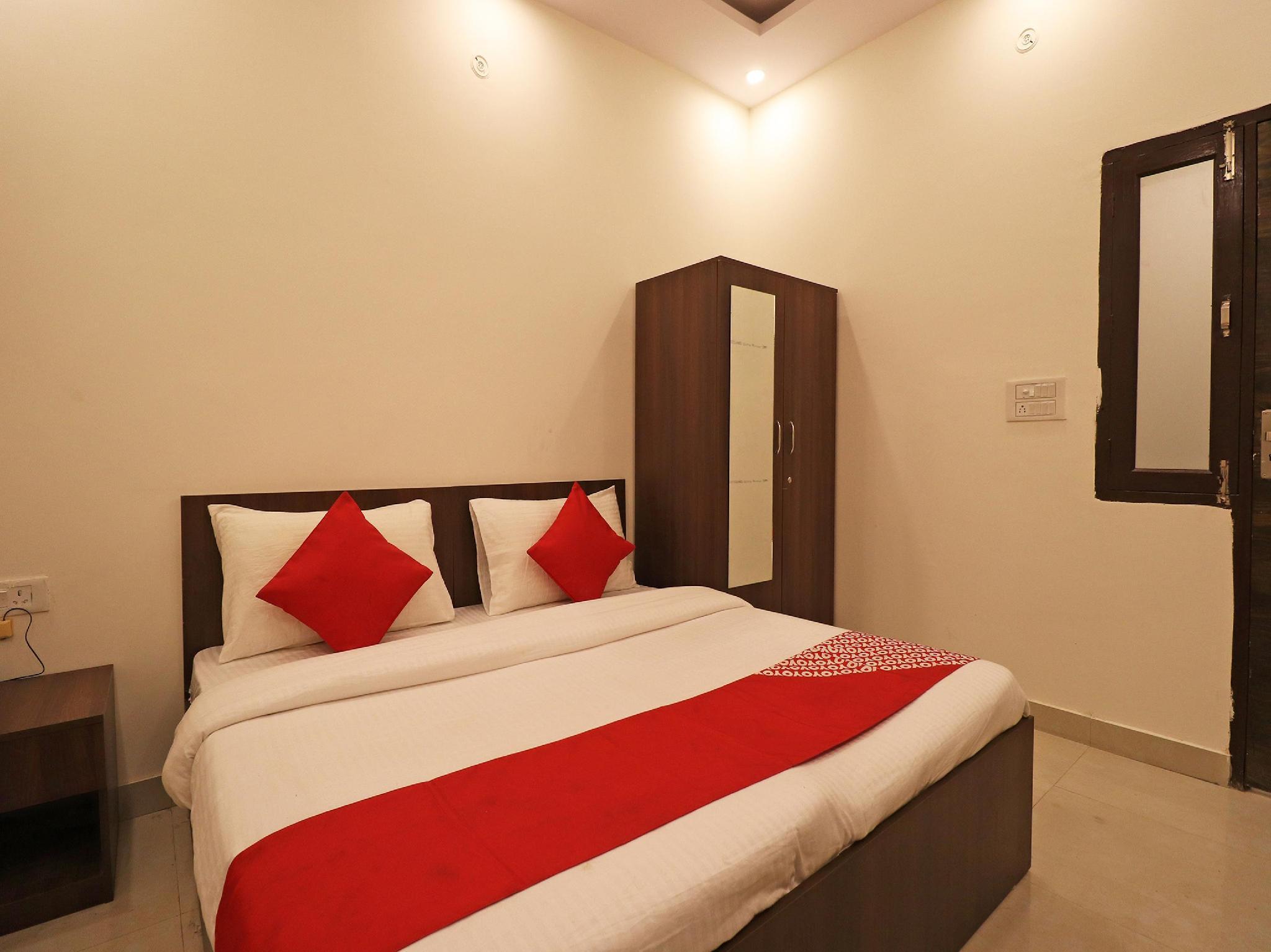 OYO Flagship 36992 Sidharth Plaza Haiderpur
