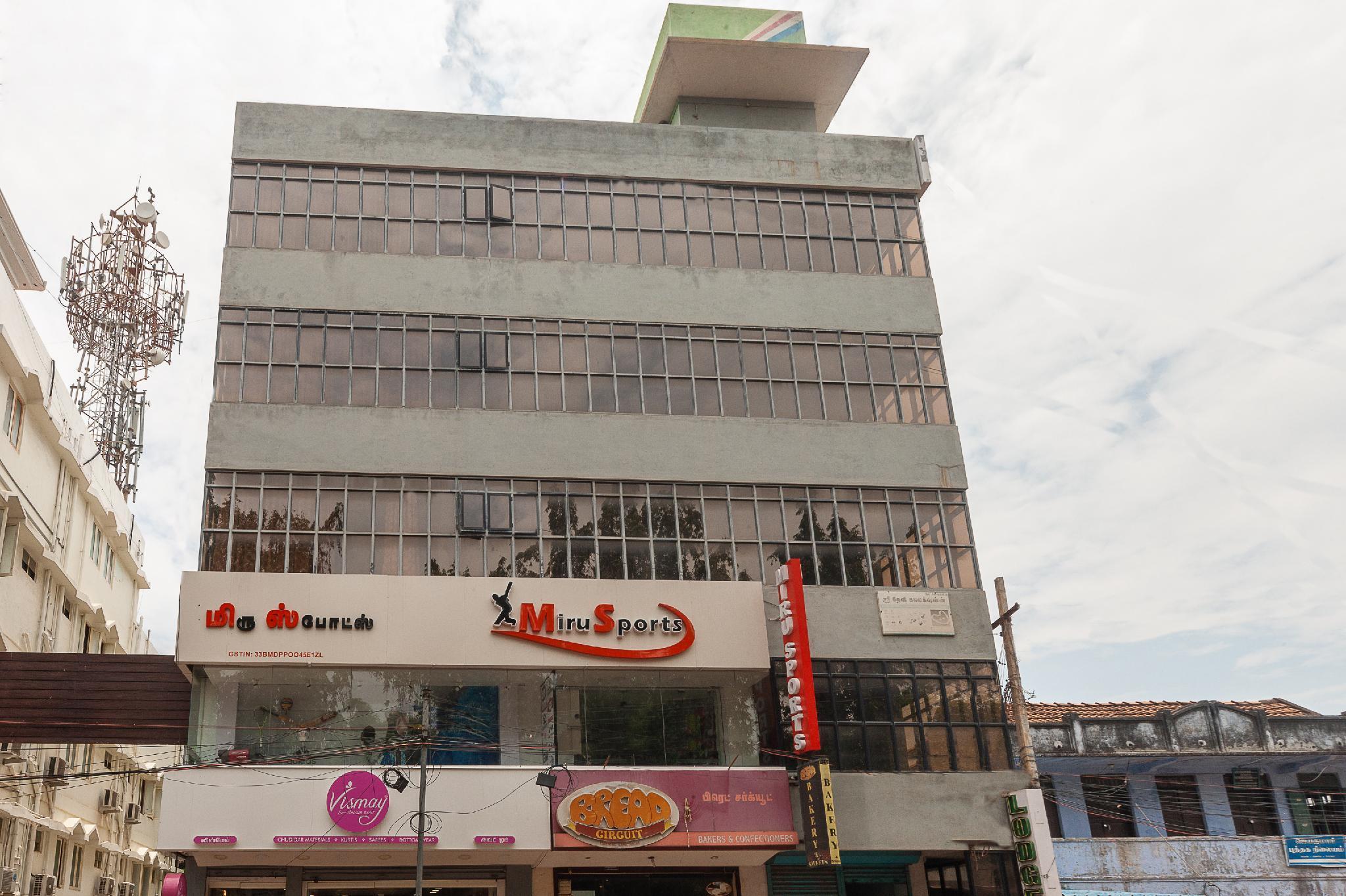 SPOT ON 37945 Hotel Ganga Saraswathy