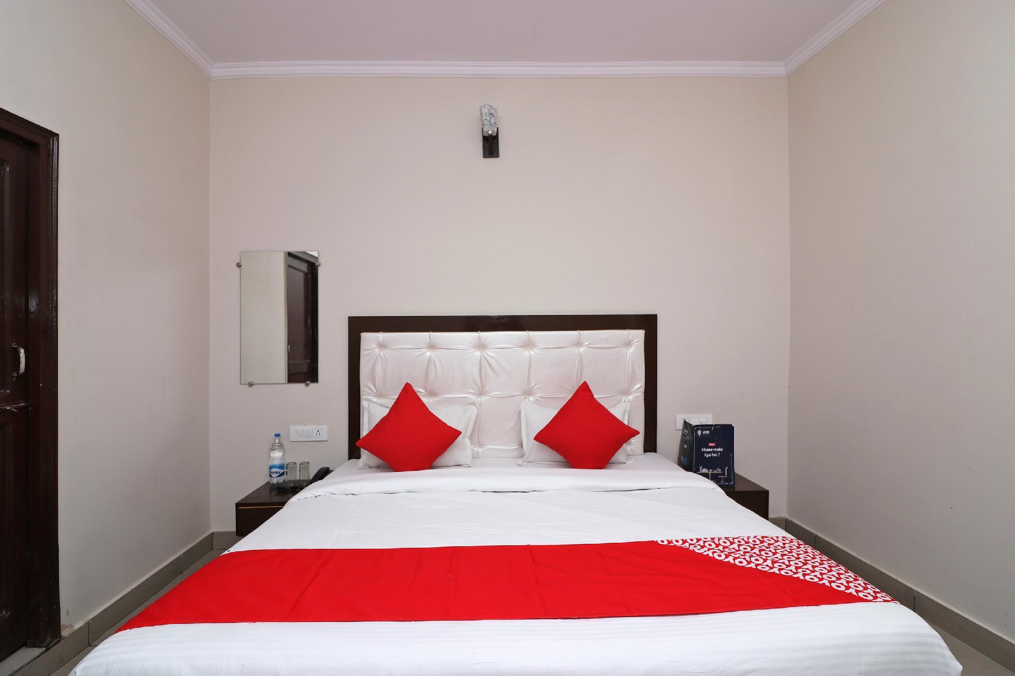 OYO 13928 Saksham Hotel