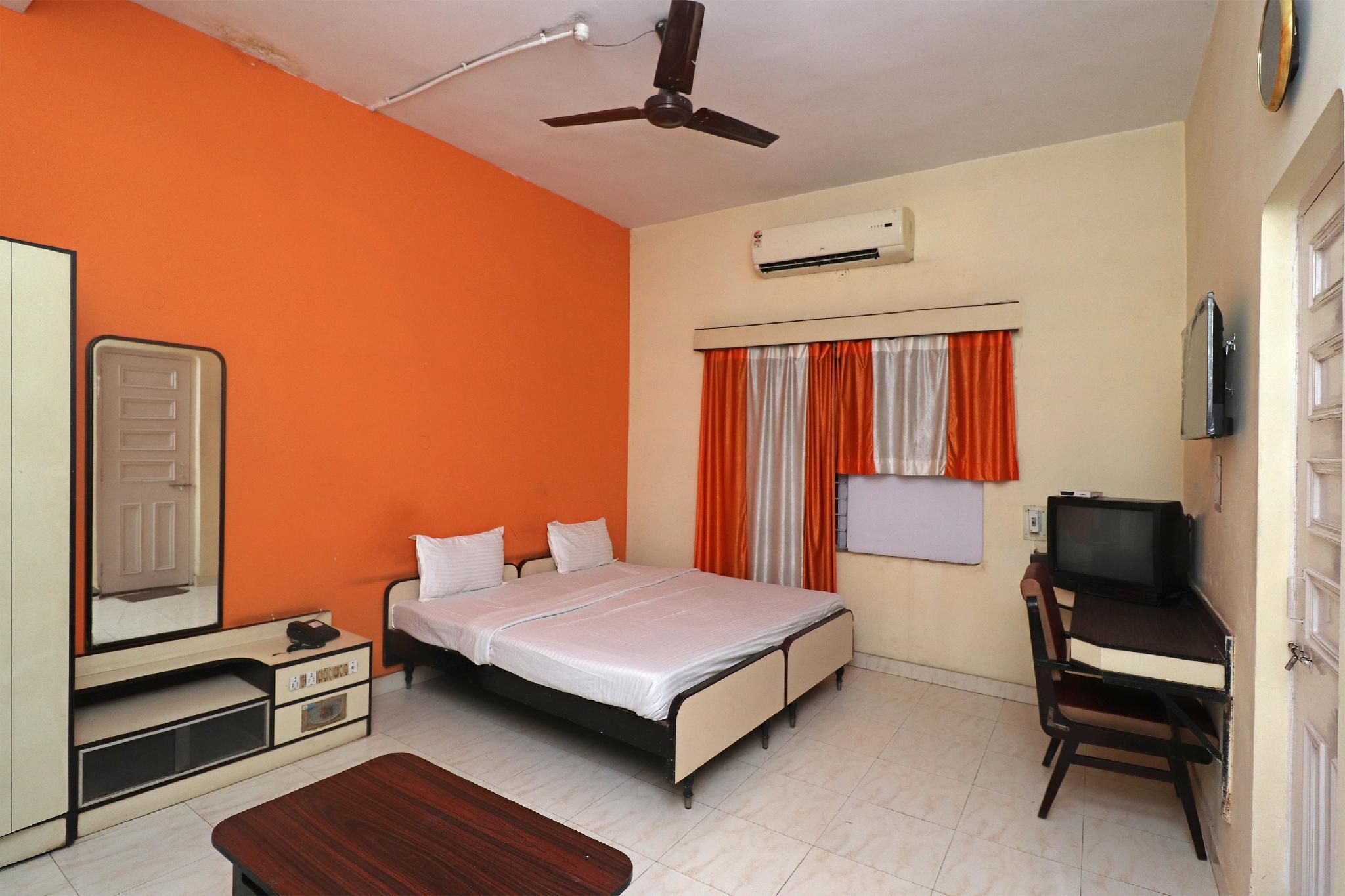 OYO 37028 Hotel Sheela
