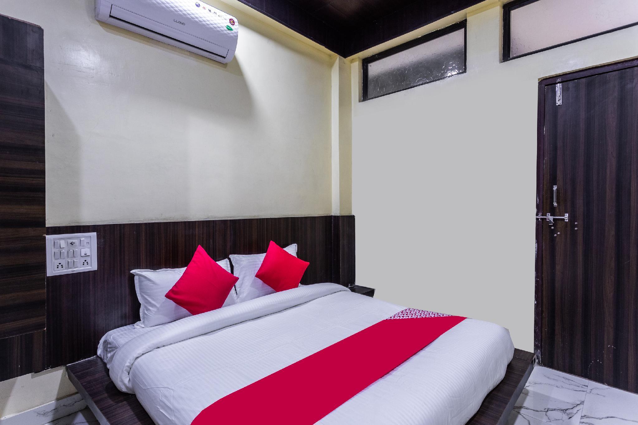 OYO 37760 Hotel Maharudra Palace