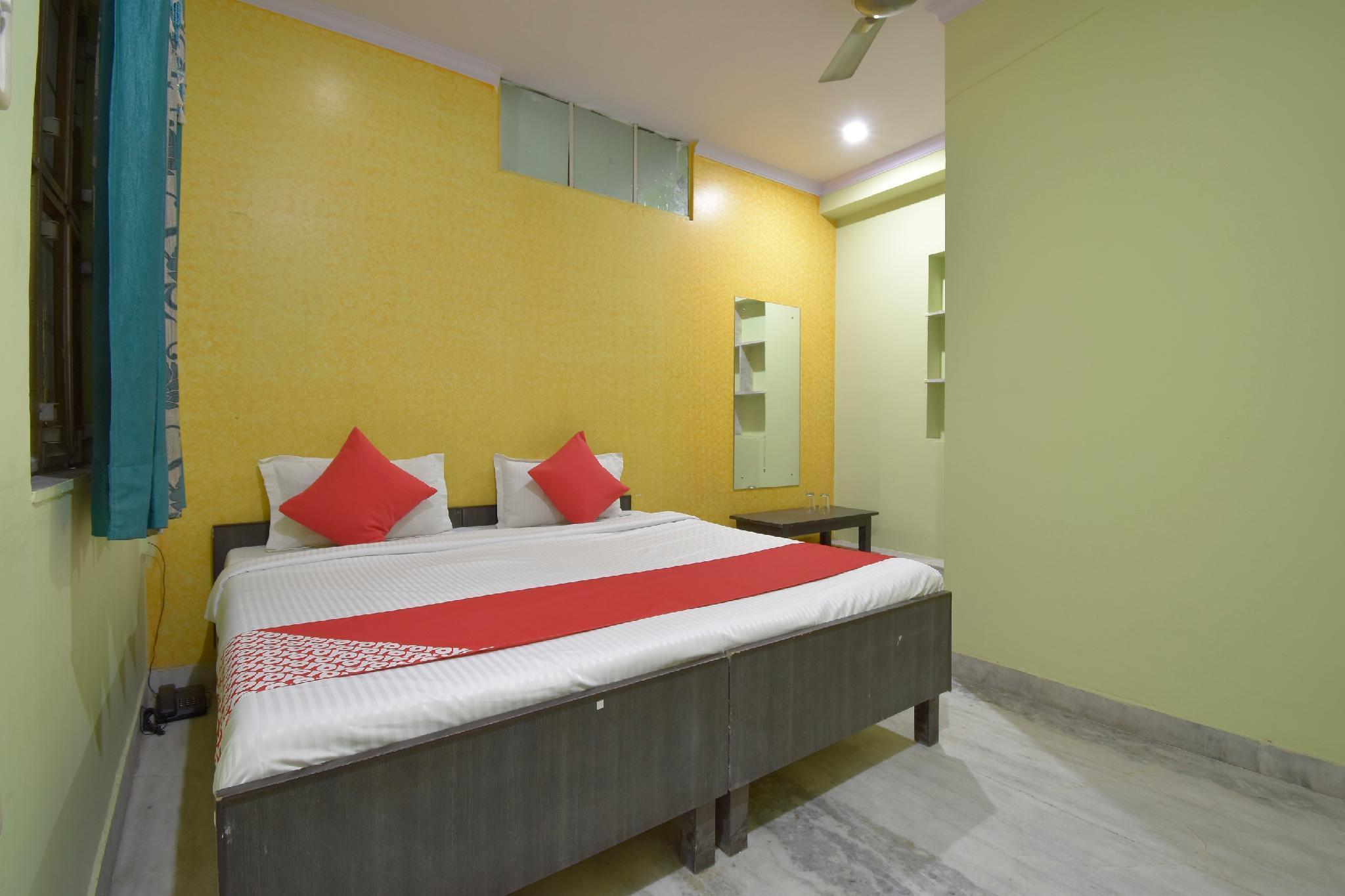 OYO 37742 Hotel Nand Palace