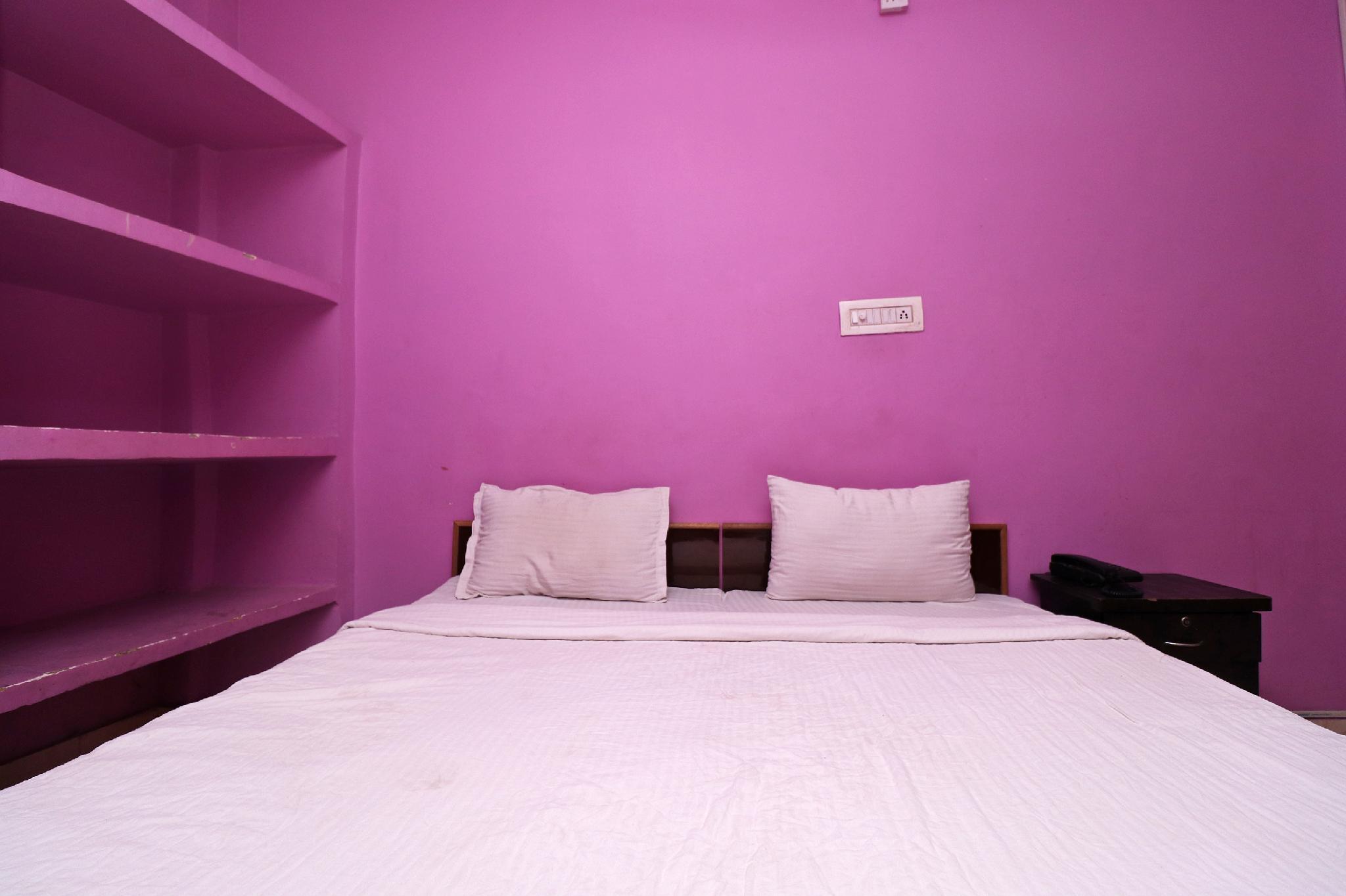 SPOT ON 38175 A K Rajput Guest House