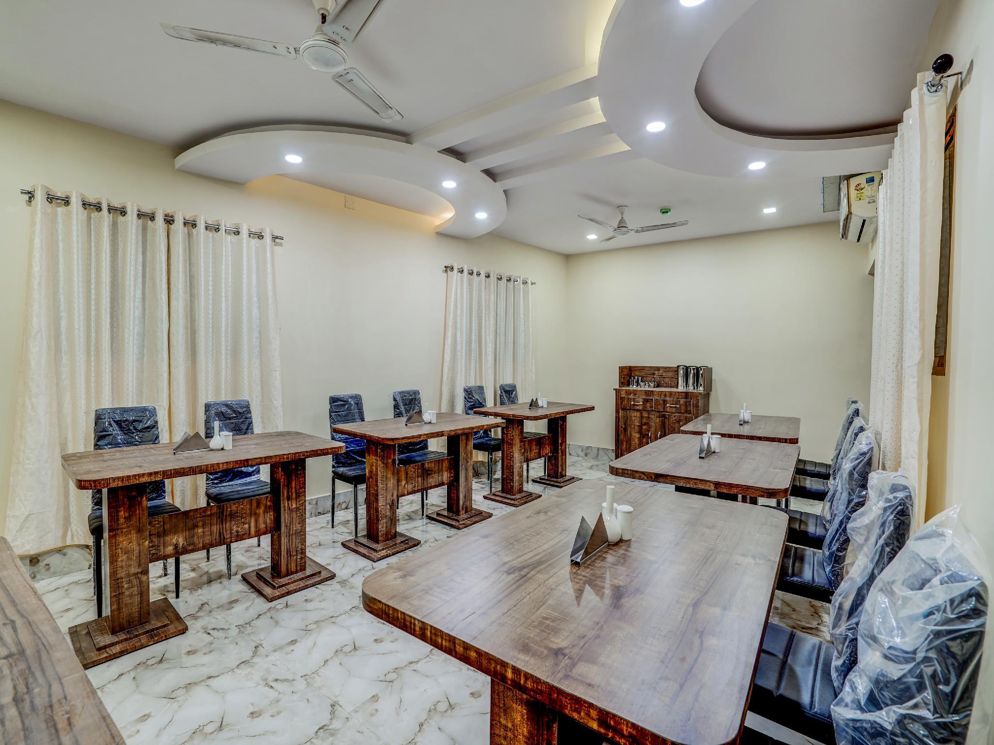OYO 38027 Hotel Ashoka