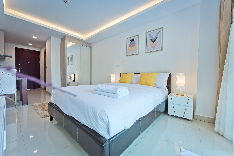 LIGHT & BRIGHT Studio In Laguna Beach Maldives