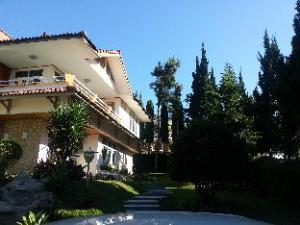 Villa Kembang Kertas