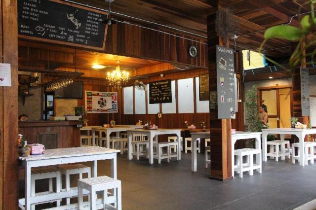 เดอะ น้อย เกสต์เฮาส์ แอนด์ เรสเทอรองต์ – The Noi Guesthouse and Restaurant